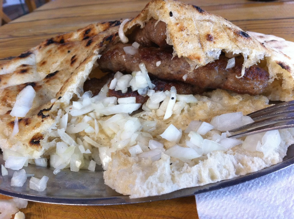 Cevepcici served with onions and flatbread (Photo source: Erik Mörner)